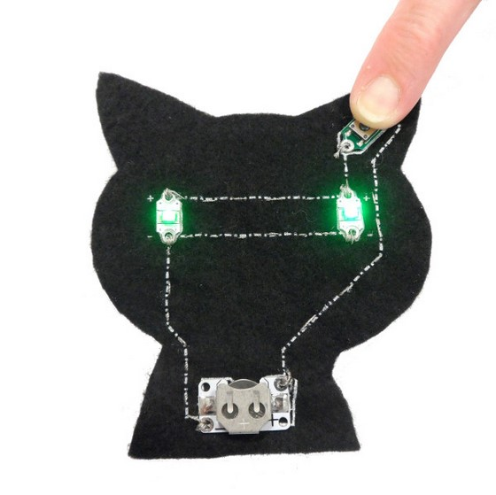 how_to_make_the_electro-fashion_cat_kit_560_6