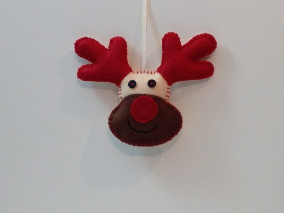 rudolph_interactive_light_up_christmas_decoration_560_01