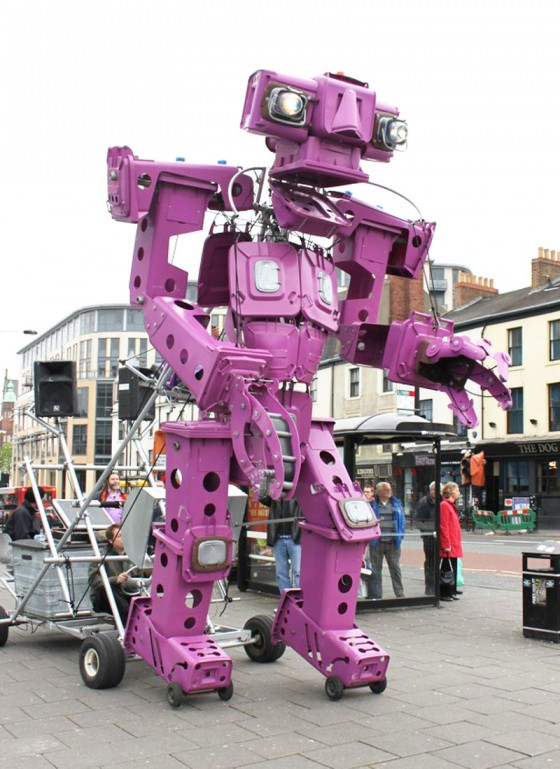 UK_Maker_Faire_2014_Giant_Walking_Robot
