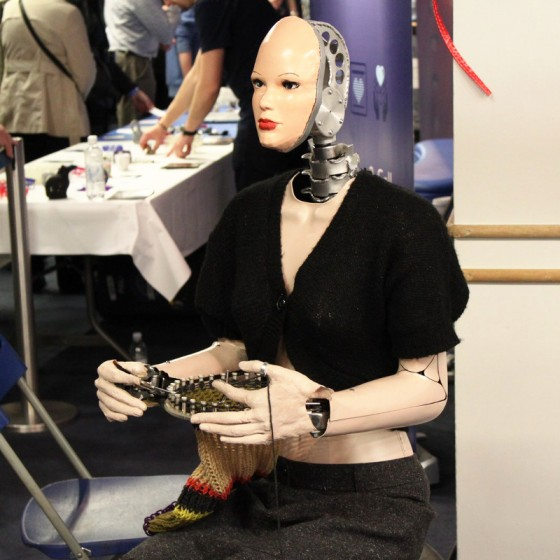 UK_Maker_Faire_2014_Knitting_Robot