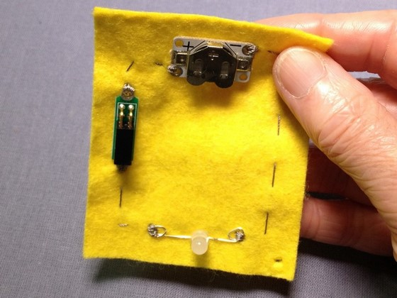 etextiles_adding_switches_to_a_circuit_560_04