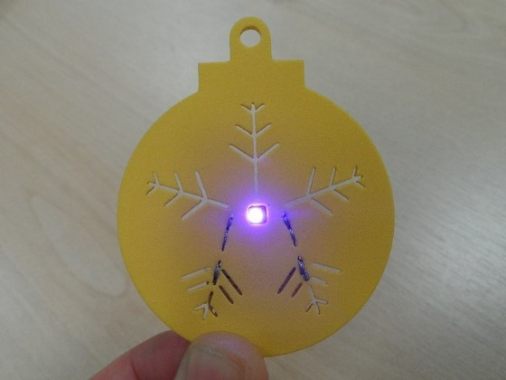how_to_make_a_sewable_christmas_decoration_using_our_free_pre_cut_foam_template_8_560