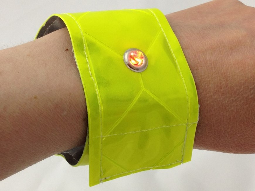 be_seen_be_safe_armband_870_01