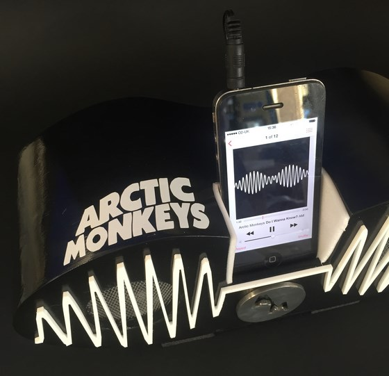 arctic_monkeys_dock_left_side_560