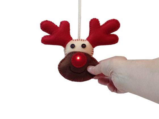 rudolph_interactive_light_up_christmas_decoration_560