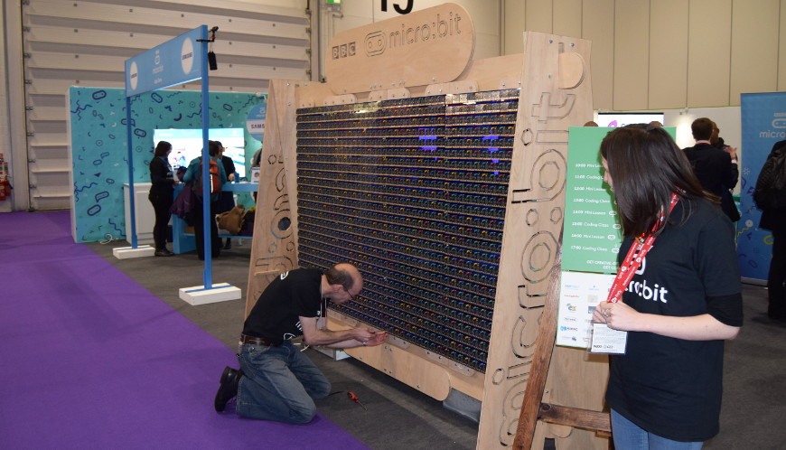Derby Mini Maker Faire 2016 -1000-microbit-display-870