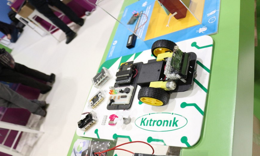 microbit  Kitronik-BETT-2017-Table-2-15-870
