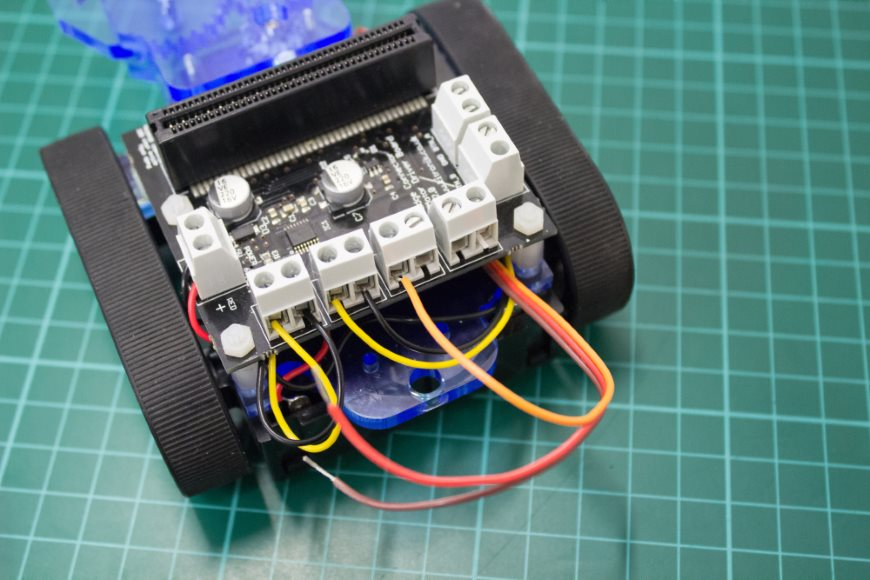 build-microbit-controlled-zumo-buggy-19_870