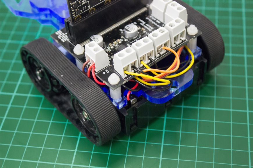build-microbit-controlled-zumo-buggy-22_870